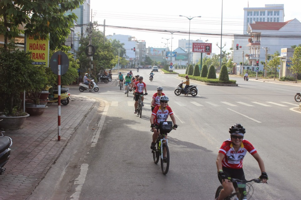 biking-through-the-streets-of-vietnam