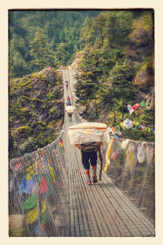 bridges-to-cross-on-everest-trek